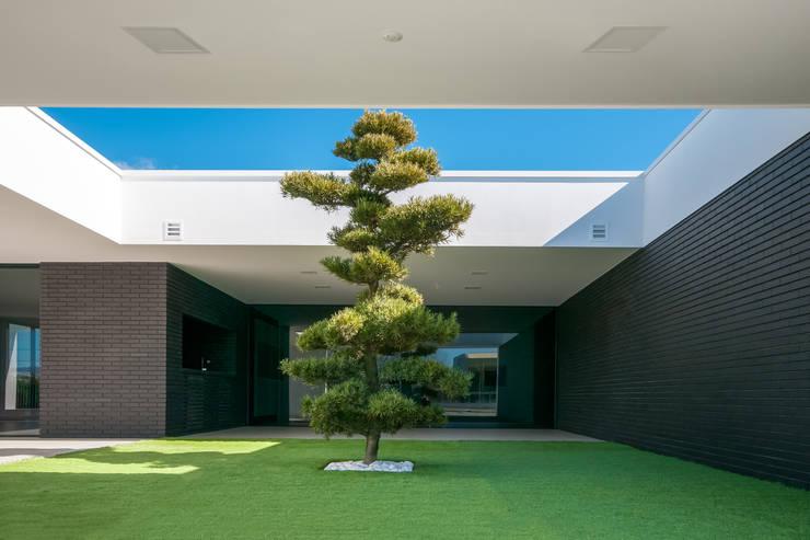 Habitação PM: Jardins  por ARTEQUITECTOS