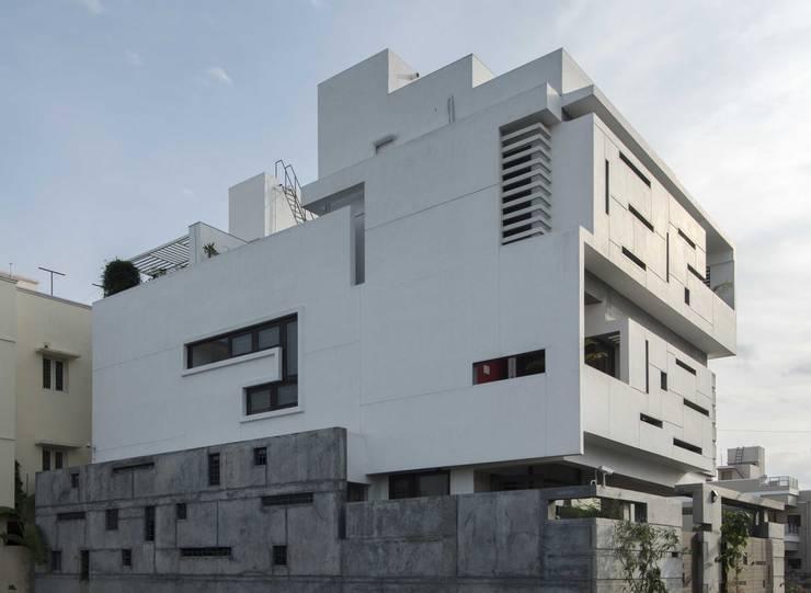 UMA GOPINATH RESIDENCE:  Houses by Muraliarchitects,Modern