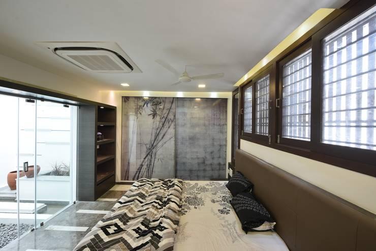 UMA GOPINATH RESIDENCE:  Bedroom by Muraliarchitects,Modern