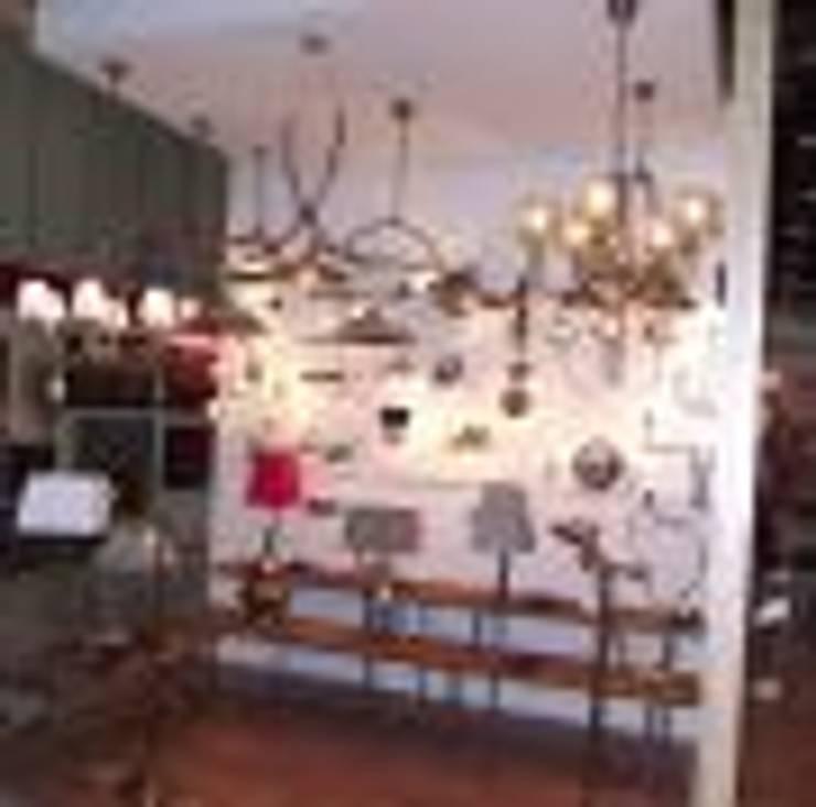 Salon de style  par Art&Design Lighting