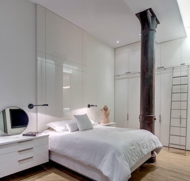 Master Bedroom with Integral Wall-Mounted Headboard and Floating Side tables:  Bedroom by Lilian H. Weinreich Architects