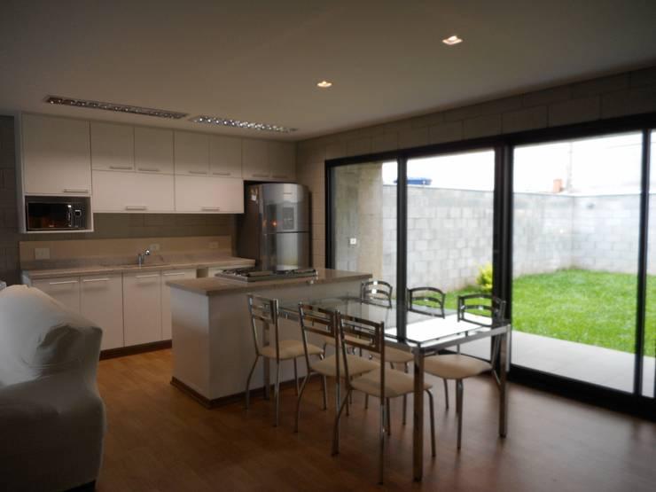 ห้องครัว by Metamorfose Arquitetura e Urbanismo