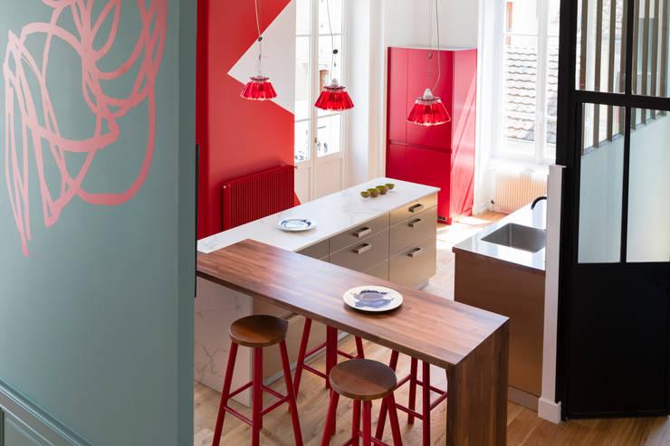 Cocinas de estilo  por Agence d'architecture intérieure Laurence Faure