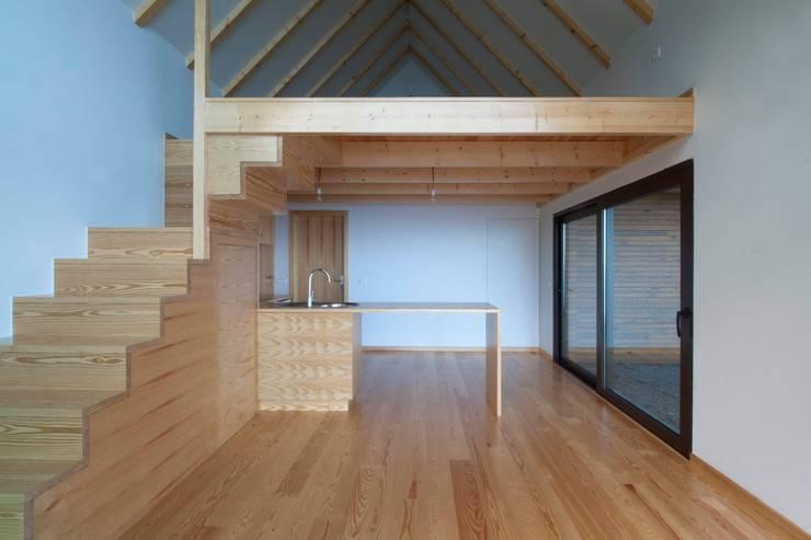 Cozinha_mezzanine: Hotéis  por Mayer & Selders Arquitectura