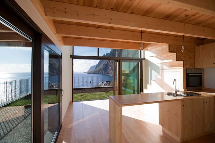Cozinha_Vista mar: Hotéis  por Mayer & Selders Arquitectura