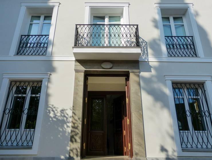 Puertas y ventanas de estilo  por Conely