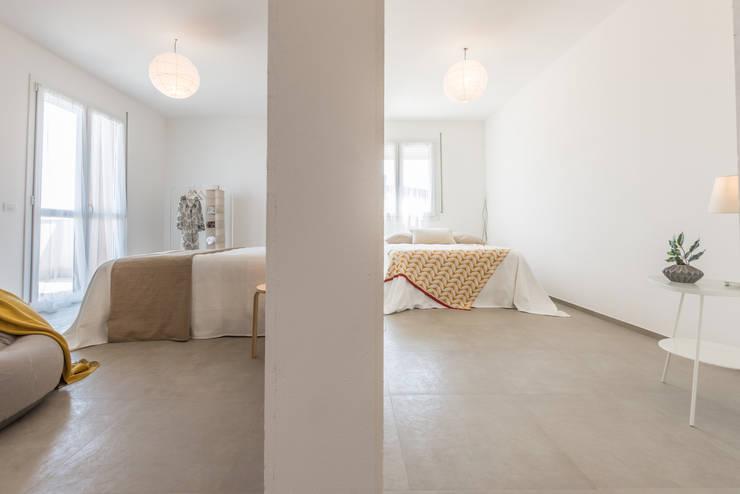 Projekty,  Ściany i podłogi zaprojektowane przez Mirna.C Homestaging