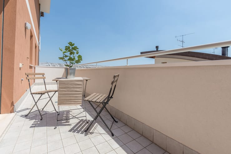 Projekty,  Balkon, weranda i taras zaprojektowane przez Mirna.C Homestaging