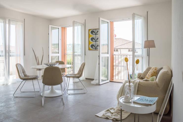 Projekty,  Jadalnia zaprojektowane przez Mirna.C Homestaging