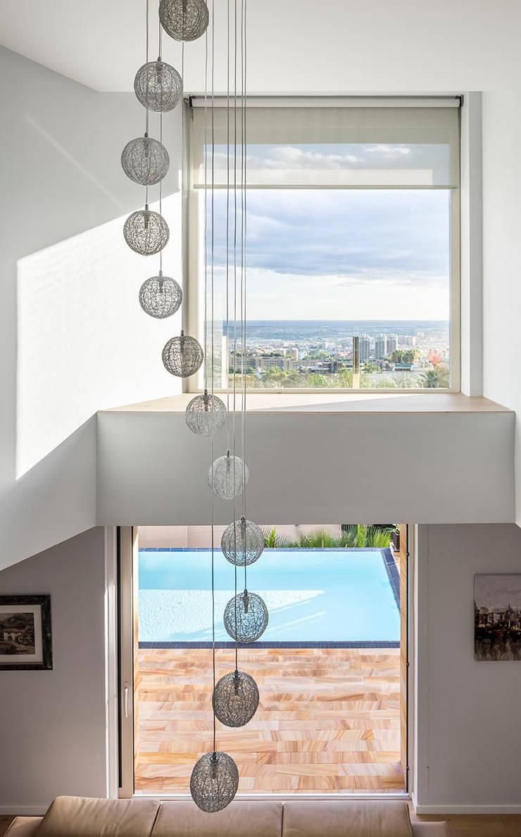 Living space โดย 08023 Architects โมเดิร์น