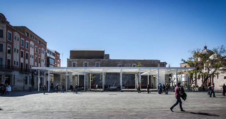PATIO DE LAS JACARANDAS / SICOM:  de estilo  por Oscar Hernández - Fotografía de Arquitectura