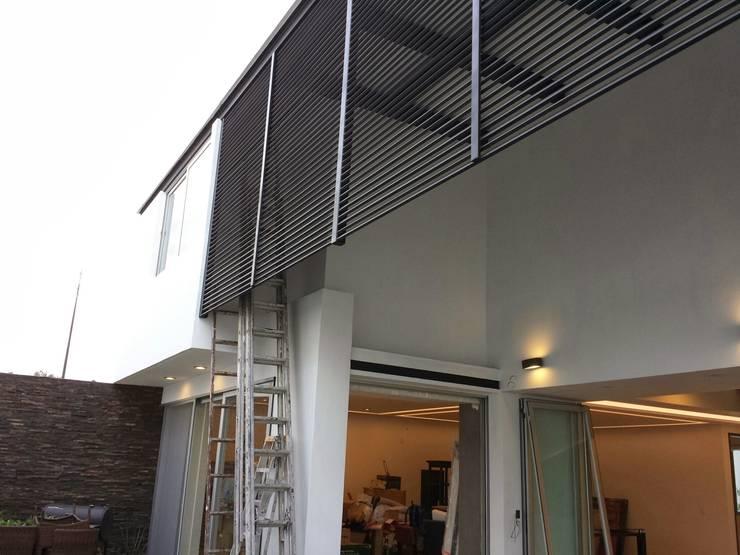 Casa PBE16: Casas de estilo  por Isóceles arquitectura