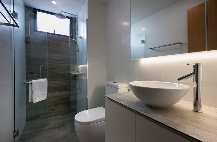 FERNWOOD TOWERS:  Bathroom by Eightytwo Pte Ltd