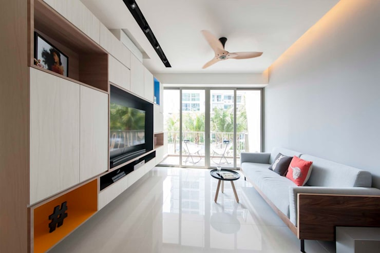 RIPPLE BAY:  Living room by Eightytwo Pte Ltd