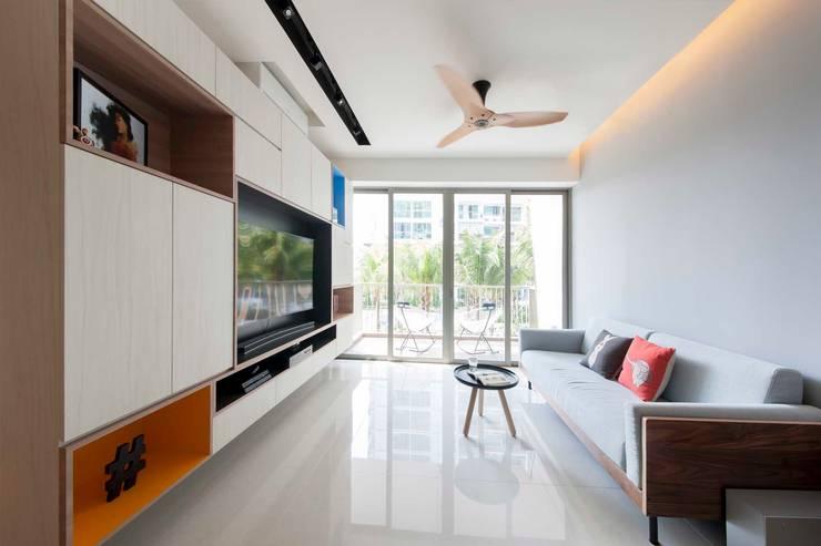 RIPPLE BAY:  Living room by Eightytwo Pte Ltd,Scandinavian