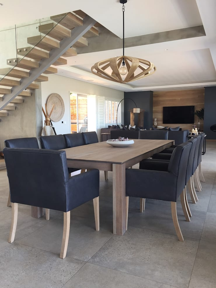Simbithi Eco Estate:  Dining room by Margaret Berichon Design, Modern Solid Wood Multicolored