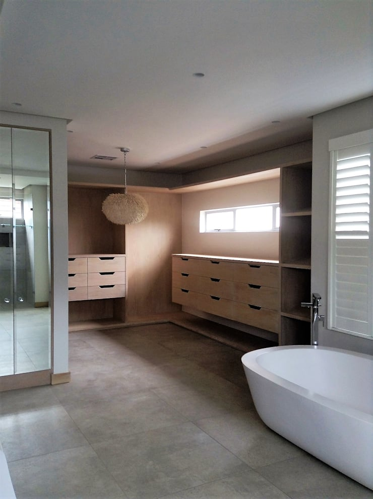 Simbithi Eco Estate:  Dressing room by Margaret Berichon Design