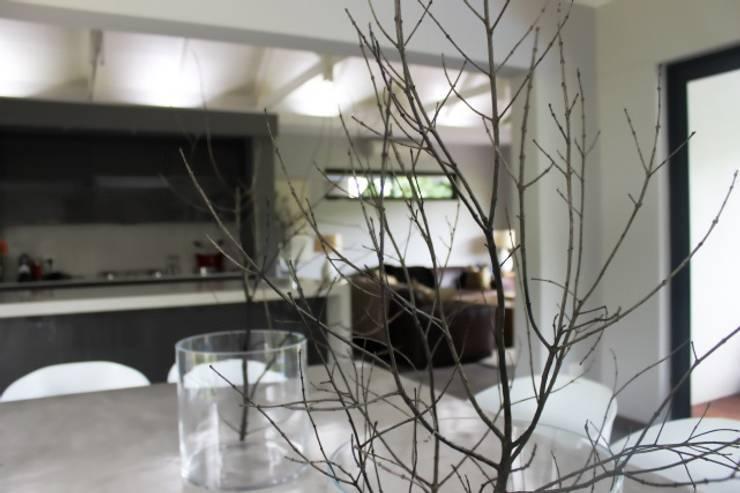 Simbithi Eco Estate 2:  Kitchen by Margaret Berichon Design