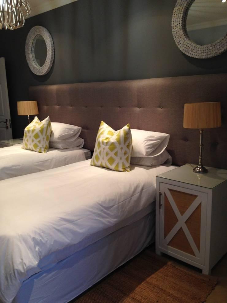 Hoteles de estilo  por Margaret Berichon Design, Moderno Tablero DM