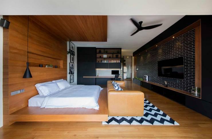 FRANKEL STREET: modern Bedroom by Eightytwo Pte Ltd