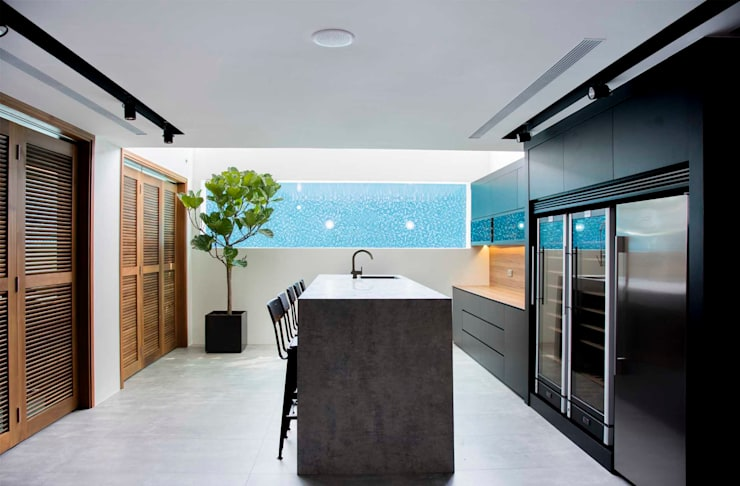 FRANKEL STREET: modern Kitchen by Eightytwo Pte Ltd