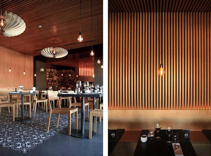 TERRAÇOS DA ALTA FOOD & DRINK LOUNGE : Salas de jantar  por Tralhão Design Center