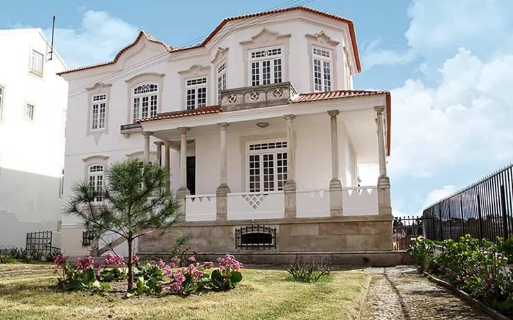 THE LUGGAGE HOSTEL: Varanda, marquise e terraço  por Tralhão Design Center