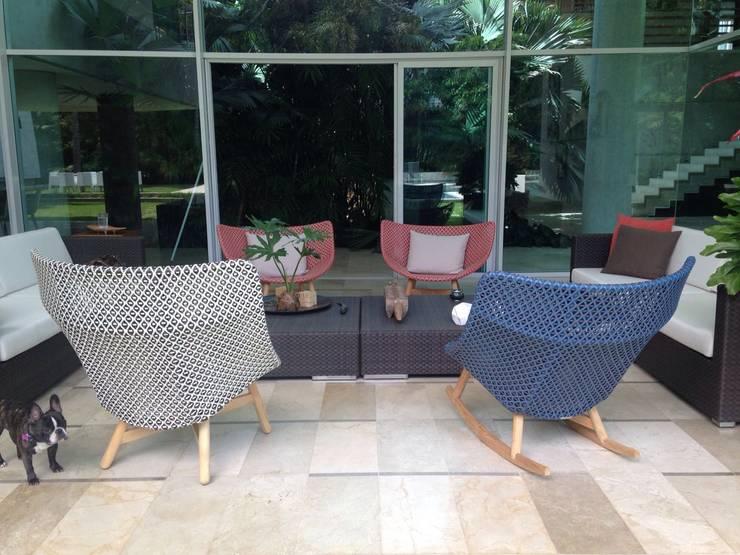 Proyecto Los Chorros: Terrazas de estilo  por THE muebles