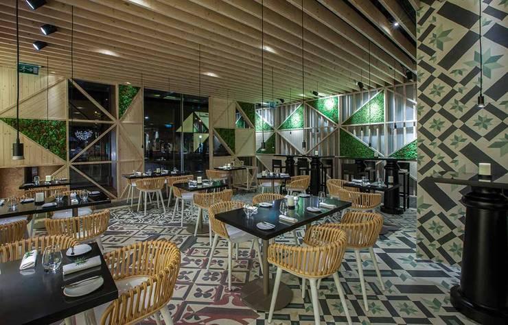 TABIK RESTAURANT: Espaços de restauração  por Tralhão Design Center