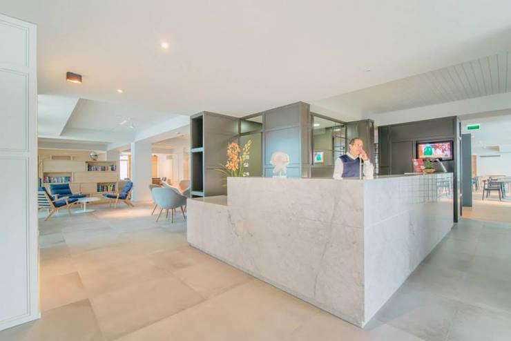 AQUALUZ SUITE HOTEL: Hotéis  por Tralhão Design Center