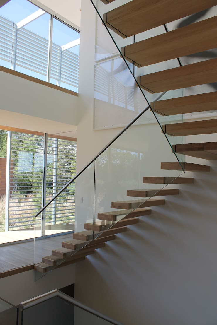 Floating Steps of Beauty in Long Island Minimalist corridor, hallway & stairs by EeStairs | Stairs and balustrades Minimalist Wood Wood effect