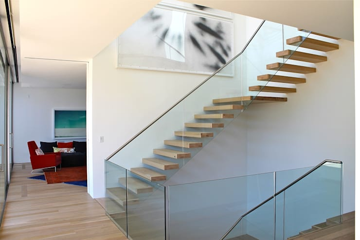 Corridor & hallway by EeStairs | Stairs and balustrades, Minimalist Glass