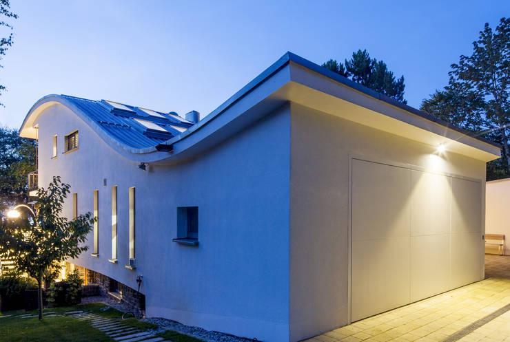 modern Garage/shed by WSM ARCHITEKTEN