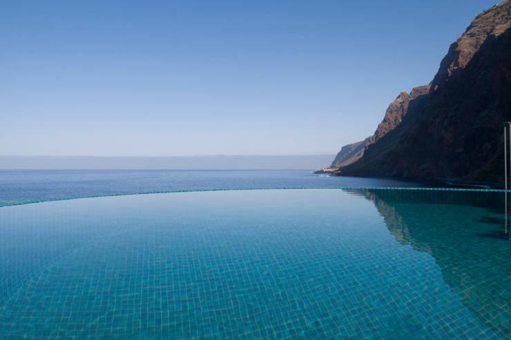 Piscina_Vista mar: Hotéis  por Mayer & Selders Arquitectura