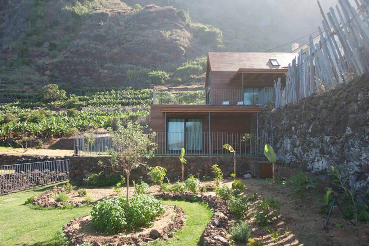 Exterior_Montanha: Hotéis  por Mayer & Selders Arquitectura