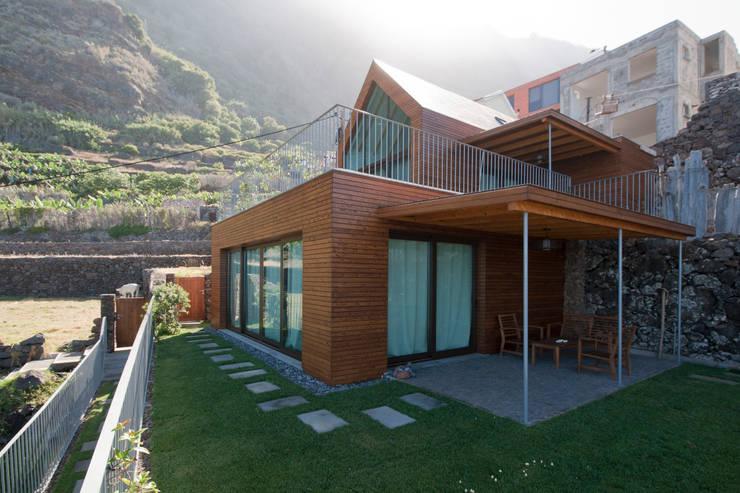 Exterior: Hotéis  por Mayer & Selders Arquitectura