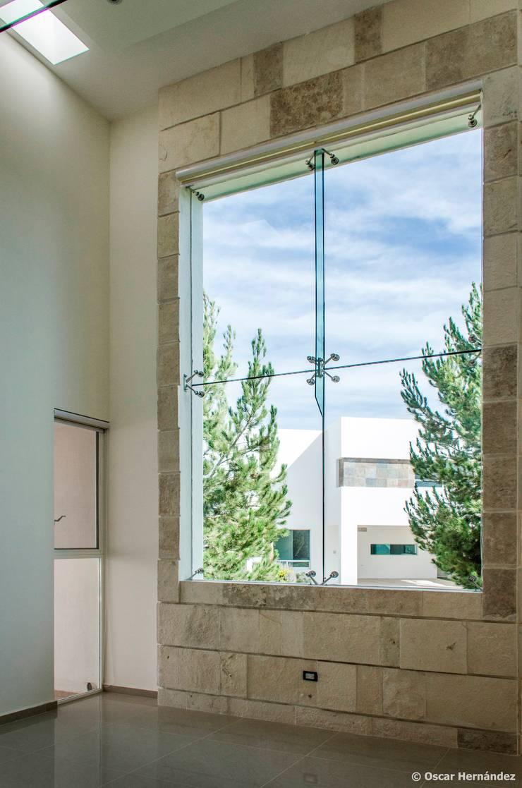 CASA FRESNOS / FERNANDO GONZALEZ:  de estilo  por Oscar Hernández - Fotografía de Arquitectura