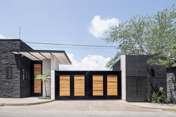 Cosmopolitan Cuernavaca: Casas de estilo  por PHia