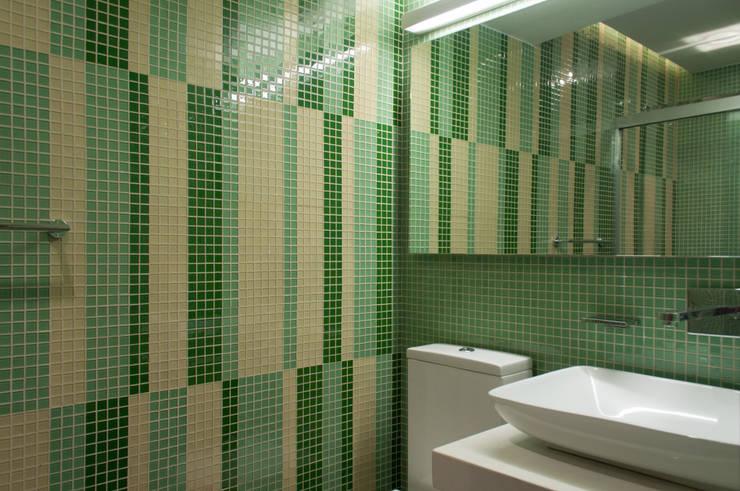 Apartamento Qvadra Sebucán: Baños de estilo  por VODO Arquitectos