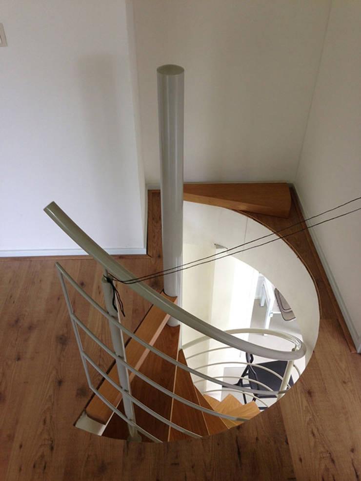 Centros de exposiciones de estilo moderno de TrappenXL Moderno Hierro/Acero