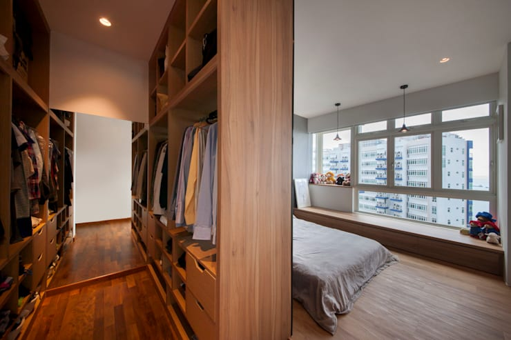 Walk in closet de estilo  por Eightytwo Pte Ltd