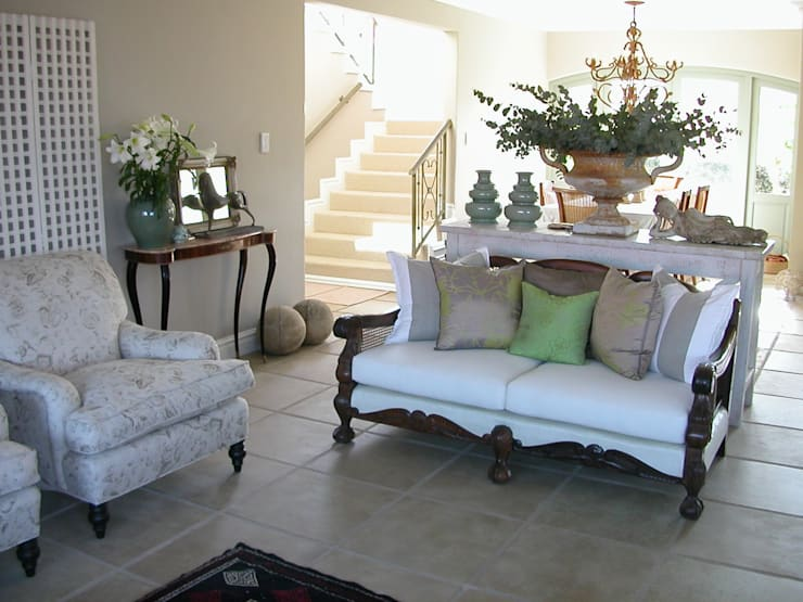 Main lounge and staircase: classic  by Finely Found It Interiors, Classic Flax/Linen Pink