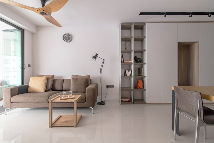 PARKLAND RESIDENCES: scandinavian Living room by Eightytwo Pte Ltd