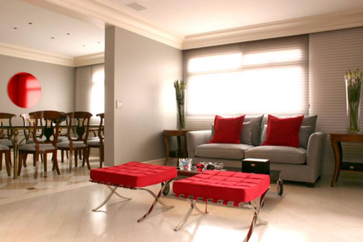 Sala de estar - Depois:   por Brunete Fraccaroli Arquitetura e Interiores