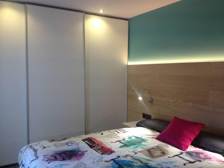 Cuartos de estilo  por CLAU21 INTERIORISMO Y CONSTRUCCIÓN
