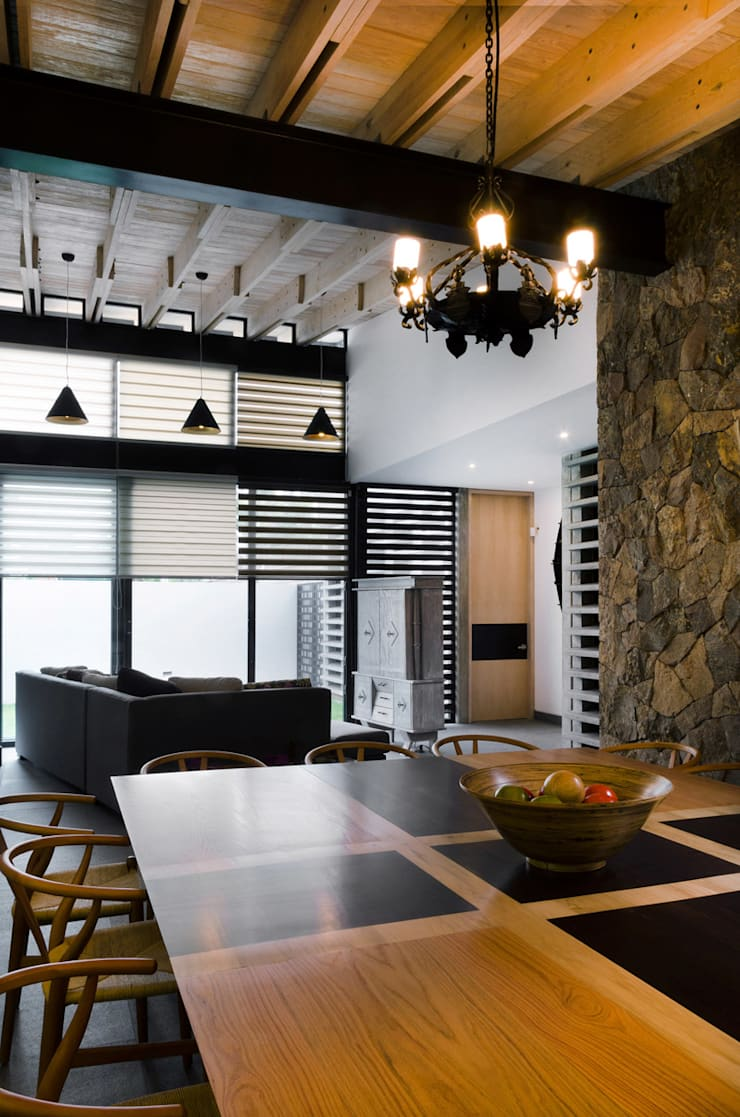 Modern dining room by VMArquitectura Modern Concrete