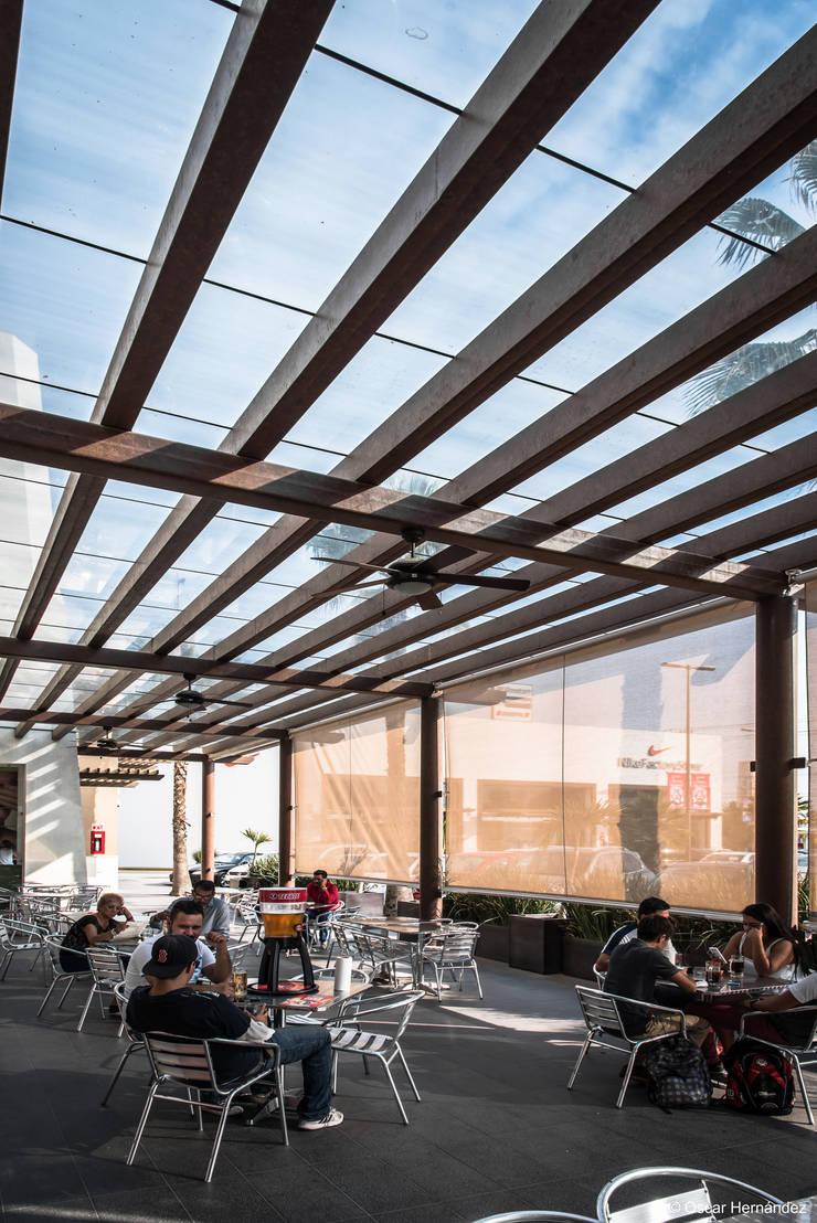 PLAZA PALMAS / GRUPO VALTIERRA:  de estilo  por Oscar Hernández - Fotografía de Arquitectura