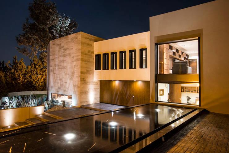 Jaral de Berrio: Casas de estilo  por Sobrado + Ugalde Arquitectos