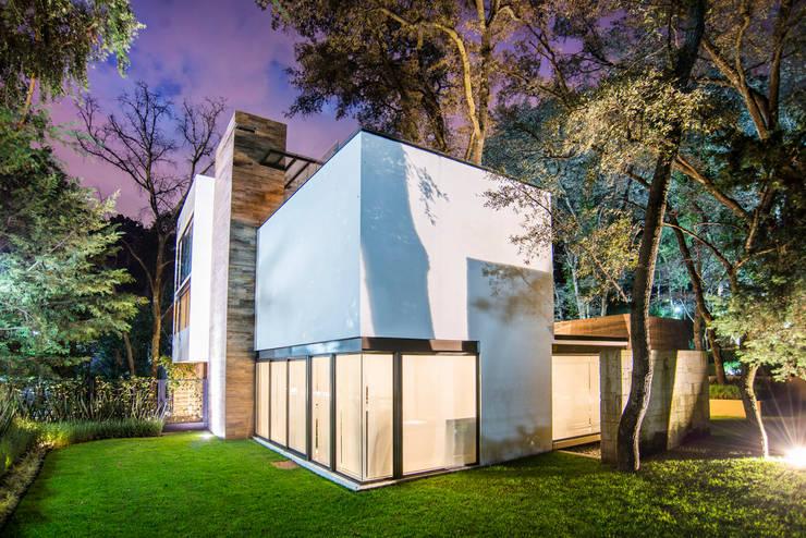 Paseo 82: Casas de estilo  por Sobrado + Ugalde Arquitectos