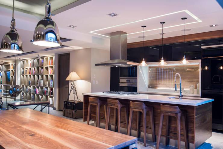 La Fontaine : Cocinas de estilo  por Sobrado + Ugalde Arquitectos